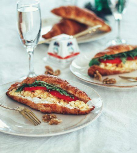Joie de vivre – cu omleta si croissant