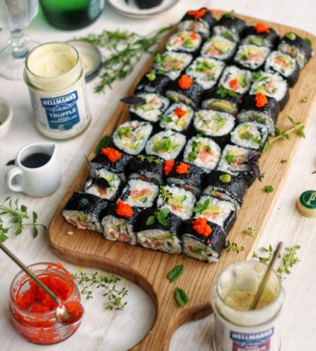 Sushi – reteta usoara cu somon afumat, avocado si maioneza