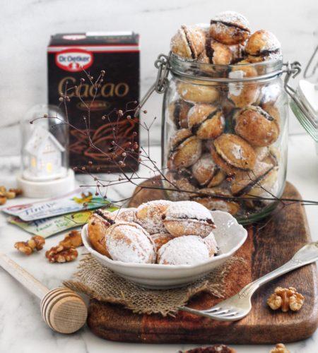 Desertul copilariei: <br> Nuci umplute cu crema de cacao